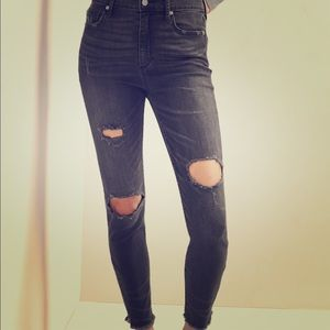 NEW GAP SUPER HIGH RISE DISTRESSED RIPPED JEANS